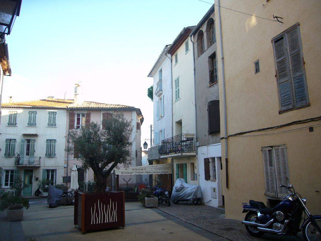 Location appartement roquebrune sur argens 83520 for Agence location studio